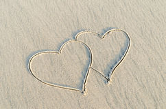 Herz gezeichnet auf Sand Stockfoto