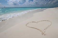 Herz im Sand Stockbilder