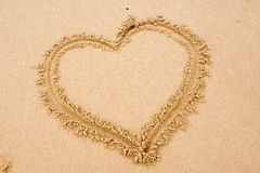 Herz im Sand Lizenzfreies Stockbild