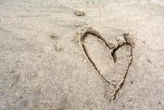 Herz im Sand Stockfotografie