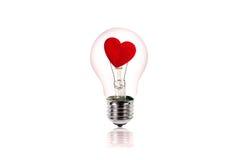 Herz innerhalb der Glühlampe Zu küssen Mann und Frau ungefähr Lizenzfreies Stockfoto