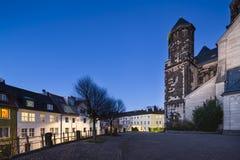 Herz-Jesu Church i Aachen, Tyskland på natten Royaltyfri Foto