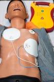 Herz-Lungen-Wiederbelebung mit AED Stockfotografie