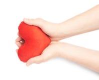 Herz mit zwei Händen sorgfältig halten Stockfotos