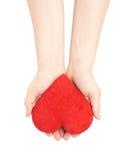 Herz mit zwei Händen sorgfältig halten Lizenzfreie Stockfotos