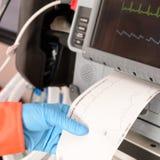 Herz- Monitor-Drucken-ekg Ergebnis-Monitorimpuls Lizenzfreie Stockfotografie