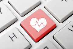 Herz pluse Schlüssel auf Tastatur Stockbilder
