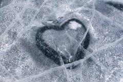 Herz shap im Eissee Stockfotografie