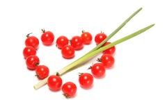 Herz-Tomate durchbohrt mit einem Pfeil Lizenzfreie Stockfotografie