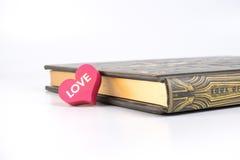 Herz und ein Buch Lizenzfreies Stockfoto