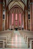 Herz von Jesus Catholic Church-Innenraum in Lübeck, Deutschland Stockbilder