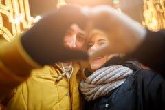 Herz von liebevollen Paaren der Palme Stockfoto