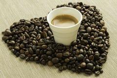 Herz whth Tasse Kaffee Lizenzfreie Stockfotografie