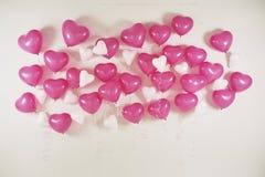 Herzballon auf weißem Hintergrund Lizenzfreie Stockfotografie