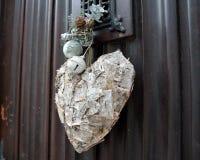 Herzdekor auf der Tür Lizenzfreie Stockbilder