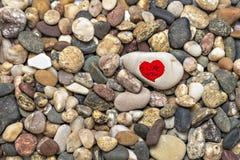 Herzen auf einem Stein Lizenzfreie Stockbilder
