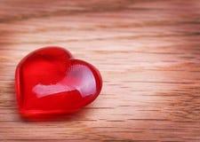 Herzen auf hölzernem Hintergrund. Valentinsgruß-Tag lizenzfreie stockfotos