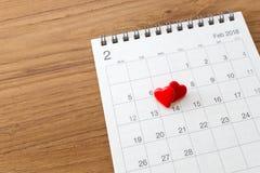 Herzen auf Kalender am 14. Februar Lizenzfreie Stockbilder