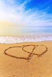Herzen auf Strand Stockfotografie