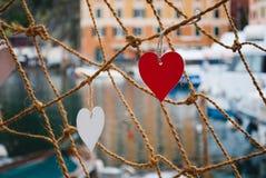 Herzen in einem Seil Stockfotos