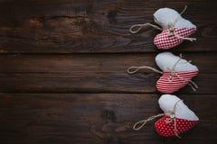 Herzen gemacht vom Stoff Stockbilder