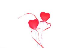 Herzen und Blumen zum Valentinsgruß lokalisiert auf weißem Hintergrundesprit Lizenzfreie Stockfotos