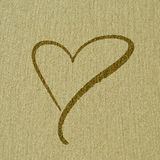 Herzform auf der Sandoberfläche lizenzfreies stockbild