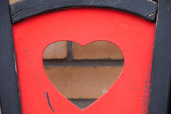 Herzform auf einem Holzstuhl Stockbilder