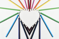 Herzform der bunten Bleistifte Stockfotografie