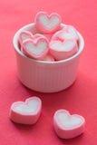 Herzform-Erdbeereibische Stockfoto