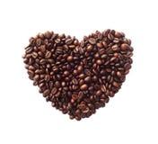 Herzform gemacht von den Kaffeebohnen stockbild