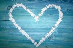 Herzform gemacht von den Schneeflocken Lizenzfreies Stockbild