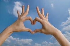 Herzform mit der Hand Lizenzfreies Stockfoto