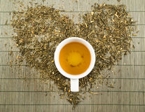 Herzform topview des grünen Tees Stockfotos