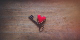 Herzform und Metallklassikerschlüssel Lizenzfreie Stockfotografie