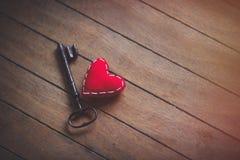 Herzform und Metallklassikerschlüssel Lizenzfreie Stockbilder