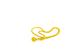 Herzgoldhalskette Ketten-Schmuck auf weißem Hintergrund Stockfoto