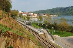 Herzhausen beim Edersee mit Nationalpark-Station lizenzfreie stockfotografie