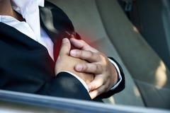 Herzinfarkt im Auto Stockfotos