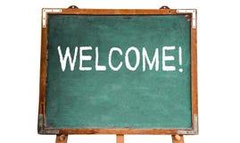 Herzlich Willkommen! Textnachricht in der weißen Kreide geschrieben auf eine hölzerne Tafel oder eine Tafel der alten grungy Wein stockfotos