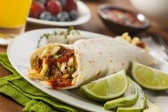 Herzlicher Chorizo-Frühstück Burrito Lizenzfreie Stockfotos