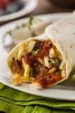 Herzlicher Chorizo-Frühstück Burrito Stockbild