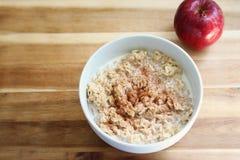 Herzliches Hafermehl-Frühstück Stockfotos
