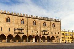 Herzoglicher Palast in der Stadt von mantua stockbilder