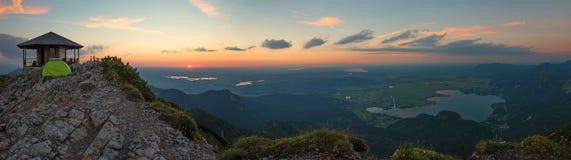 Herzogstand halny szczyt z widokiem bavarian pogórza i Obraz Stock