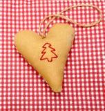 Herzrot-Weihnachtsbaum der handgemachten Dekoration festlicher stockfotografie