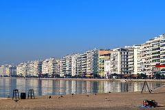 Hessaloniki,希腊- 2015年12月28日,塞萨罗尼基沿海岸区, Thermaikos海湾 免版税图库摄影