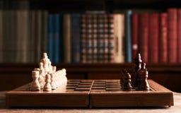 hessboard и шахматные фигуры Стоковая Фотография