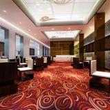 het 3d grote restaurantzaal teruggeven Royalty-vrije Stock Afbeelding