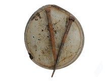 Het aambeeld van het ijzer en oude roestige vervaardigd-ijzerspijkers Stock Foto's